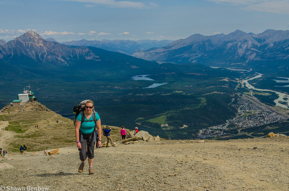 Shawn Benbow The Whistlers Jenn Hiking From The Jasper Tramway Upper Terminal Up The